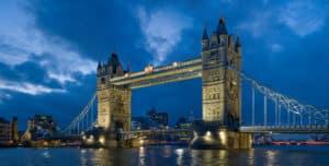 tower bridge notte